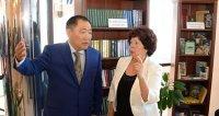 Глава Тувы в День знаний открыл первую общественную библиотеку