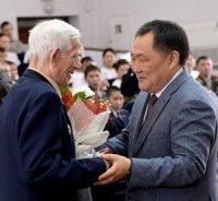 Глава Тувы вручил юбилейные медали «70 лет Победы в Великой Отечественной войне 1941 – 1945 гг.» ветеранам войны и труженикам тыла