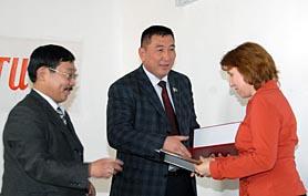 Вручение наград журналистам Тувы. 2007 год. Фото Виталия Шайфулина