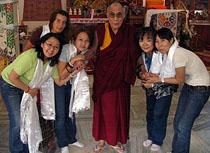 Тувинские паломники и Далай-лама. Фото Игоря Янчеглова