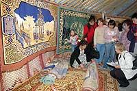 Экспозиция ковровой фабрики, Кызыл. Фото пресс-службы правительства