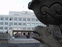 Кызыл. Здание правительства. На первом плане фонтанный комплекс. Фото Валерия Иргита