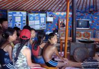 90 ребят из различных районов республики отдохнули и потрудились на базе визит-центра, который разместился этим летом на берегу заповедного озера Торе-Холь. Фото проекта ПРООН/ГЭФ