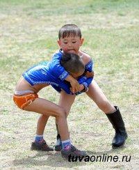 В Туве в детском турнире по борьбе хуреш установлен рекорд по количеству участников