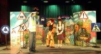 В Туве детей обучают правилам дорожного движения языком театра