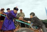 Открытие конных скачек в Туве собрало более 400 участников