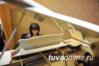 """В Туве списанный рояль после реставрации стал """"Господином Роялем"""" и переехал в музыкальную школу"""