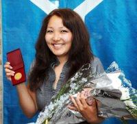 Премьер Шолбан Кара-оол вручил золотые медали выпускникам школ Тувы