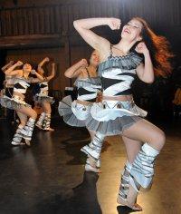 В Туве в день Молодежи лучшим танцорам вручили билеты на каток