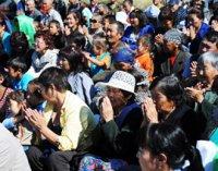 Священные ритуалы тибетских монахов в сельских районах Тувы озаряет радуга
