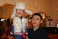 Чингис Ооржак играет в куклы профессионально