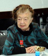 Поздравления с Днем рождения принимает Народный учитель Тувы Регина Бегзи