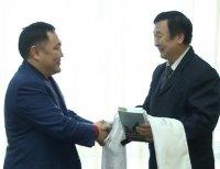 Книга якутского писателя «По велению Чингисхана» переведена на тувинский язык