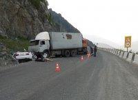Автомобиль из Кызыла выехал на встречную полосу и попал под КАМАЗ на трассе М-54