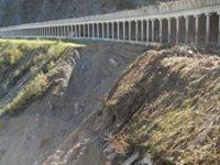 Главная дорога Тувы на лавиноопасном участке выстояла. Но нужно наращивать склон
