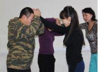 Женсовет МВД Тувы провел курсы для слабого пола по самообороне