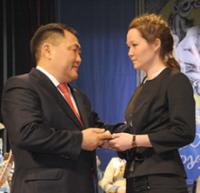 В Туве вручили Ордена Мужества вдовам десантников -пожарных