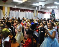 Еще 100 кызылских детей получили от «Единой России» новогодние подарки