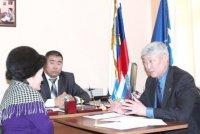 Глава парламента Тувы провел прием граждан по личным вопросам