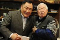 Глава Тувы поздравил старейшину тувинской литературы и науки с днем рождения