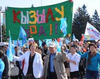 Первомай в столице Тувы собрал в праздничные колонны тысячи кызылчан