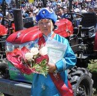 В Туве животноводам – чемпионам Наадыма-2013 вручены мини-тракторы