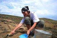 """Волонтеры в международном археологическом лагере """"Кызыл-Курагино"""" освоили тувинский язык, верховую езду и хуреш"""