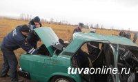 В Туве ведутся поиски пассажиров автомобиля, упавшего в реку Хемчик