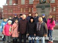 11 детей-сирот из Эрзинского и Тес-Хемского районов вернулись с главной новогодней елки страны