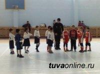 Первоклашки из Тувы заняли 3-е место на первенстве Черногорска по мини-футболу, показав самый результативный футбол