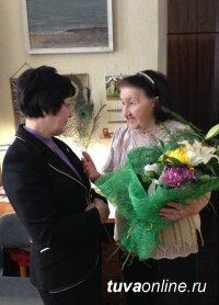 Депутаты городского хурала поздравили старожила Кызыла, бывшего вице-мэра столицы с днем рождения