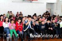 Тува. Накануне Шагаа в гости к воспитанникам школы-интерната пришли знаменитые спортсмены и музыканты