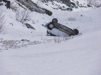 На трассе М-54 автомобиль ВАЗ лавиной снесло в пропасть