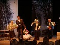 Легендарные кинозвезды Лариса Лужина, Сергей Никоненко и Раиса Рязанова - на тувинской сцене