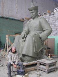 В Москве завершается работа над памятником Монгушу Буян-Бадыргы