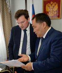 Николай Подгузов и Шолбан Кара-оол обсудили вопросы реализации железнодорожного проекта Тувы
