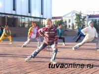 В субботу участники утренней зарядки в центре Кызыла подарят жителям Левобережных дач праздник спорта