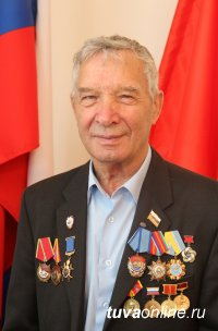 Поздравления с юбилеем принимает Заслуженный строитель Тувы, Почетный гражданин Кызыла Аркадий Поручник