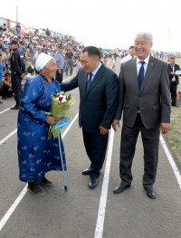 На Наадыме в Эрзинском кожууне государственными наградами отмечены лучшие животноводы