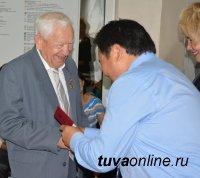 Одному из главных созидателей Кызыла Григорию Долгополову вручена медаль к 100-летию города