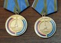 В День Флага РФ Глава Тувы вручил госнаграды и юбилейные медали одним из самых известных и уважаемых деятелей республики