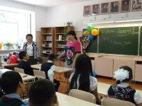 Народный фронт в Туве поздравил школьников и студентов с Днем знаний
