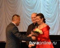 Медаль «100 лет городу Кызылу» вручена Надежде Красной