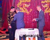 Артисты цирковой династии Оскал-оол награждены медалью «100 лет городу Кызылу»