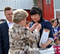 Юбилейные знаки и денежные премии вручены лучшим благоустроителям Кызыла