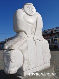 Пресс-тур по новым скульптурам юбилейной столицы Тувы