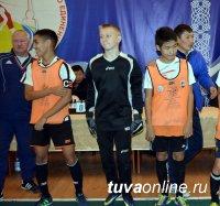 Школа № 11 смогла вырвать победу в самой старшей подгруппе на турнире по мини-футболу школ Кызыла