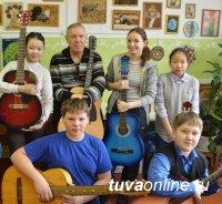 Учитель музыки Вячеслав Козлов