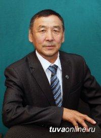 Медалью «100 лет городу Кызылу» награжден депутат городского Хурала Дмитрий Донгак