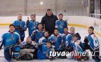 Детская хоккейная команда «Ирбис» (Тува) стала обладателем кубка Саяно-Шушенской ГЭС